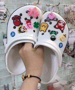 crocs band trang soc den