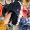 crocs band xanh den de trang soc do