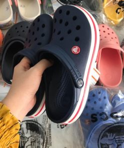 crocs band xanh den de trang soc do