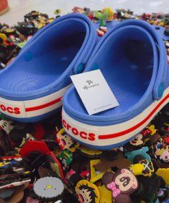 dep crocs xanh soc do